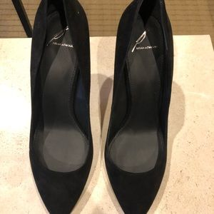 Brian Atwood suede pumps never worn